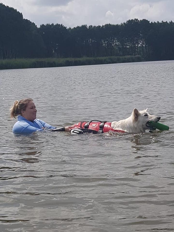 Mika tijdens waterwerk