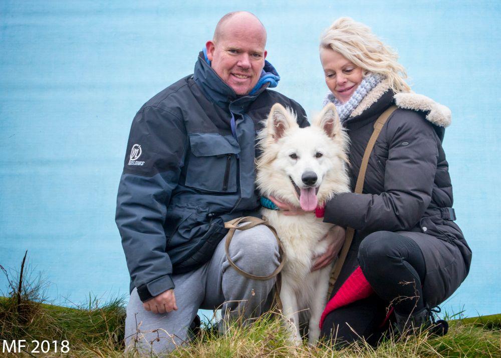 Zwitserse witte herder Misthy's Friend Isco 2018 met baasjes